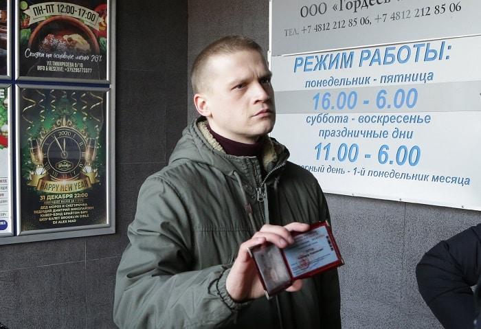 Саша Титов (актер Артур Сопельник)